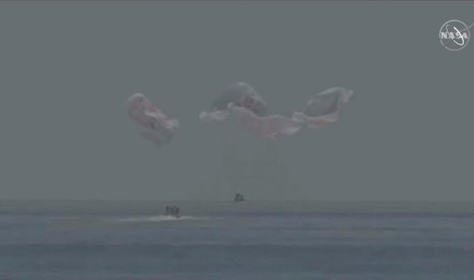 spaceX נוחתת בים