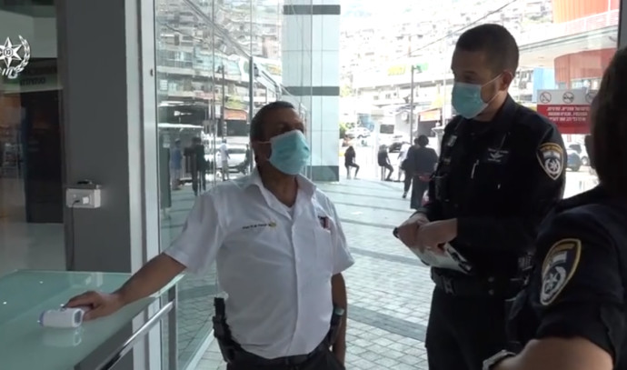 המשטרה אוכפת את ההנחיות