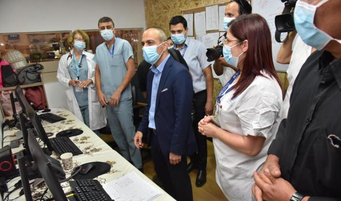 רוני גמזו בביקור בבית החולים זיו