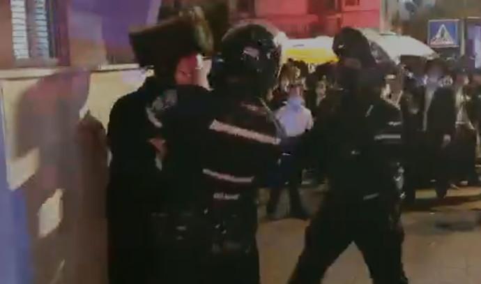 עימותים בין חרדים לשוטרים בבני ברק