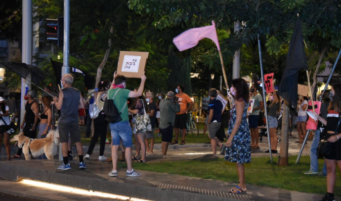 מפגינים נגד נתניהו בתהלוכה בתל אביב