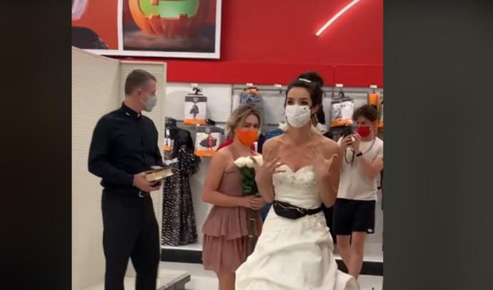הכלה שדרשה מהארוס שלה להתחתן בחנות