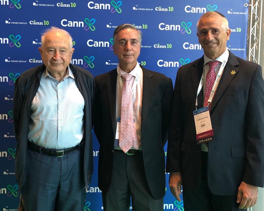 יוסי בורנשטיין יחד עם פרופ׳ רפאל משולם ופרופ׳ דונלד אברמס (צילום: פרו אסטרטגיה)