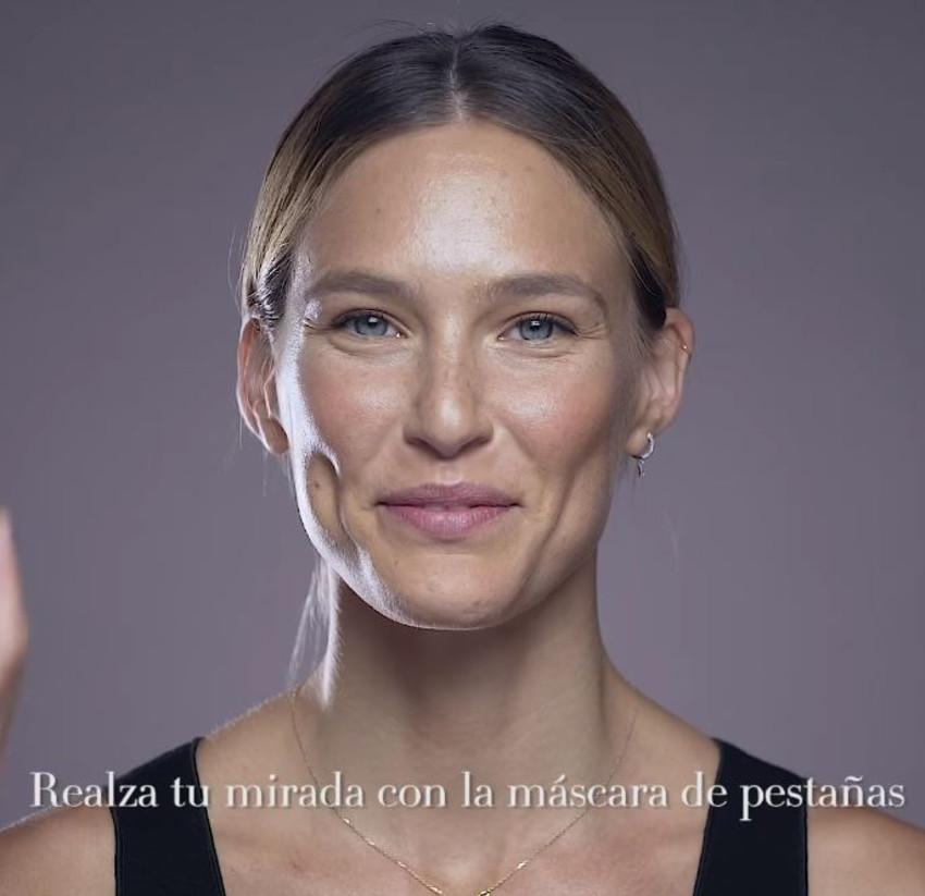 חיוך כובש. בר רפאלי (צילום: מתוך סרטון הקמפיין של ג'ורג'יו ארמני בקוסמופוליטן)