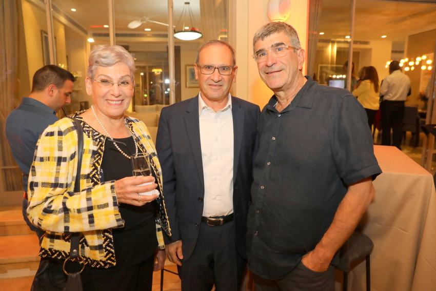 יונה פוגל, רוני חזקיהו ויהודית ברוניצקי