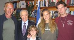 שמעון פרס ומשפחת רפאלי