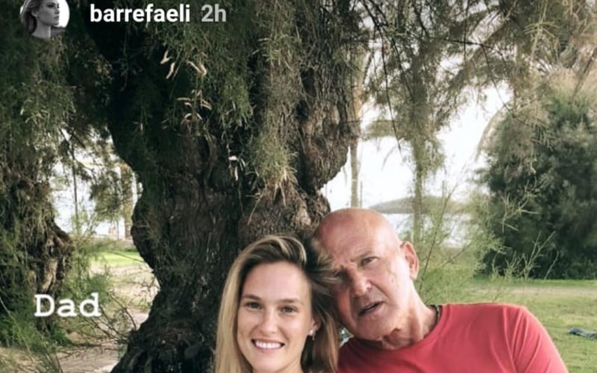 בר רפאלי משלימה עם<br />אביה, שהעלה תמונה<br />של הבנות לרשת - ומחק