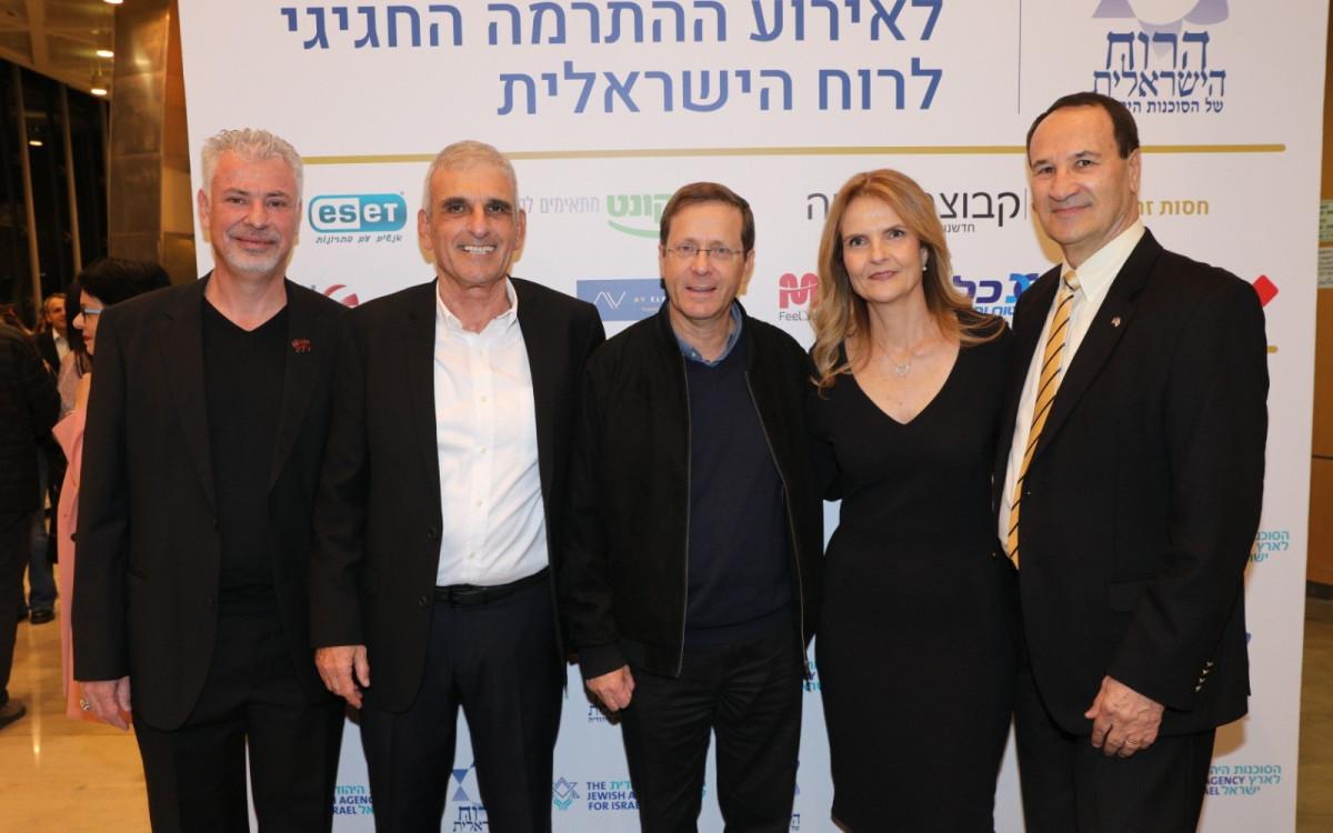 הלאונג'<br />הרוח הישראלית<br />של יוסי בכר