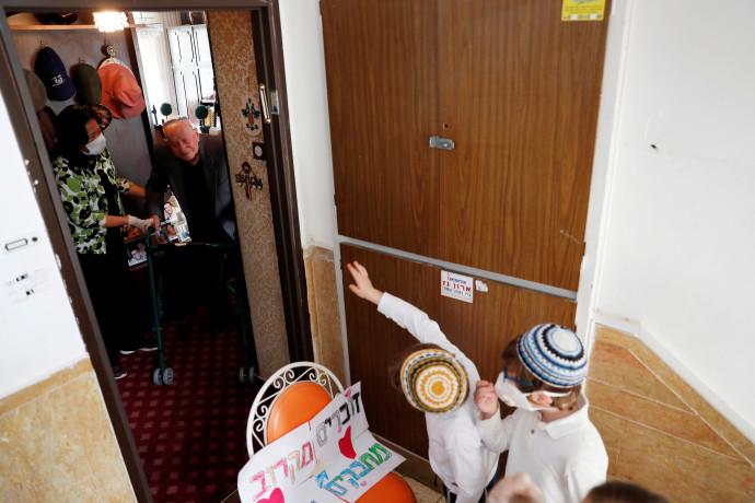 קורונה בישראל - למצולמים אין קשר לנאמר בכתבה. צילום: רויטרס / רונן זבולון