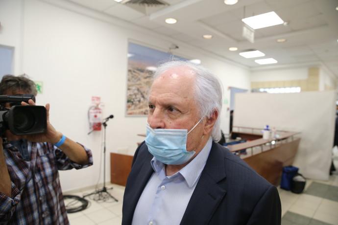 שאול אלוביץ' בכניסה לדיון הראשון במשפטו. צילום: עמית שאבי