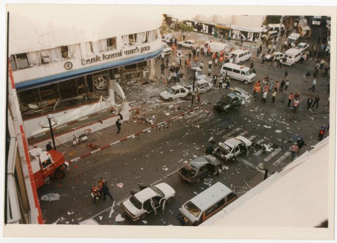 הפיגוע בדיזינגוף סנטר, 1996. צילום: קוקו