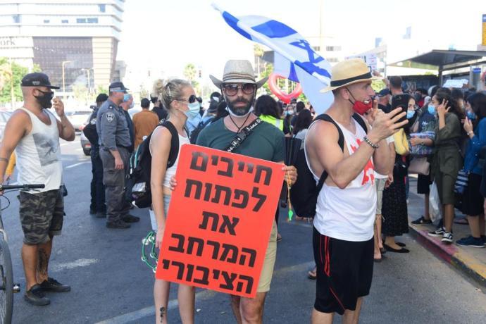 מחאת אנשי התרבות בצומת השלום בתל אביב. צילום: אבשלום ששוני