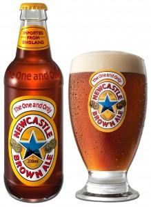 בירה ניוקאסל - בקבוק וכוס