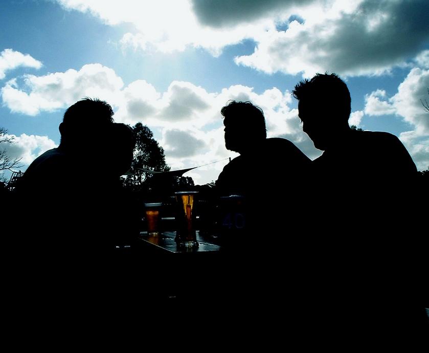 """בירה לכל חודש - שקוף לגמרי שלכל סגנון בירה יש חודש משלו... (צילומים: יח""""צ, ז'אן קלוד לוי, Meow.freeimages.com)"""