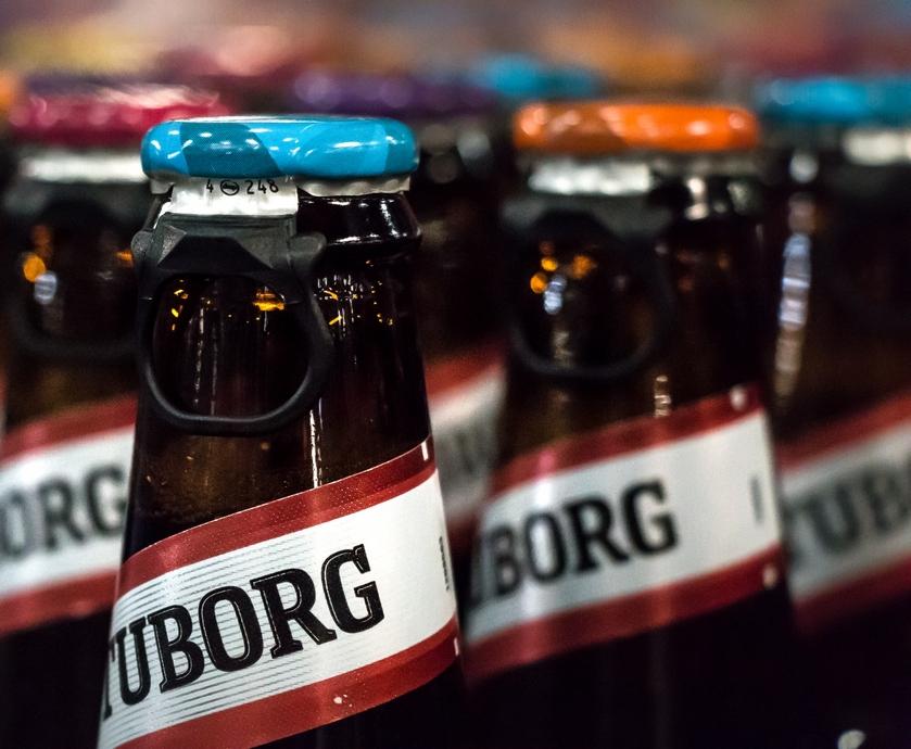"""במהדורת הקיץ נצבעו פקקי-הנצרה המפורסמים של בירה טובורג בצבעים לוהטים כשכל פקק מתייחס למסר אחר מעולם התוכן העשיר של הבירה... (צילומים: יח""""צ)"""