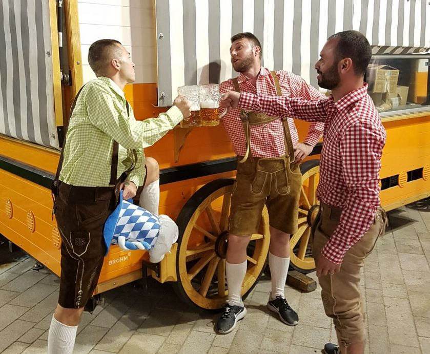 """אשדוד - כל השמות הגדולים והמוכרים מאזור בוואריה הפגינו נוכחות בפסטיבל, במחירים נוחים להפליא... (צילום: יח""""צ)"""