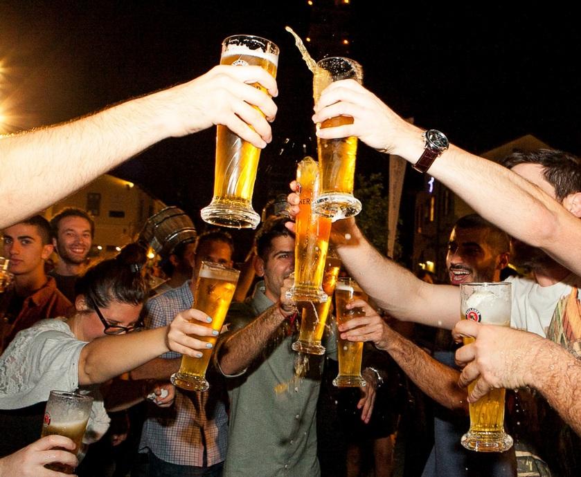 """אוקטובר - לא סגורים על זה שאתם צריכים אותנו כדי למצוא סיבות לשתות, אבל יאללה - תרוויחו...(צילום: יח""""צ, דוד בר)"""