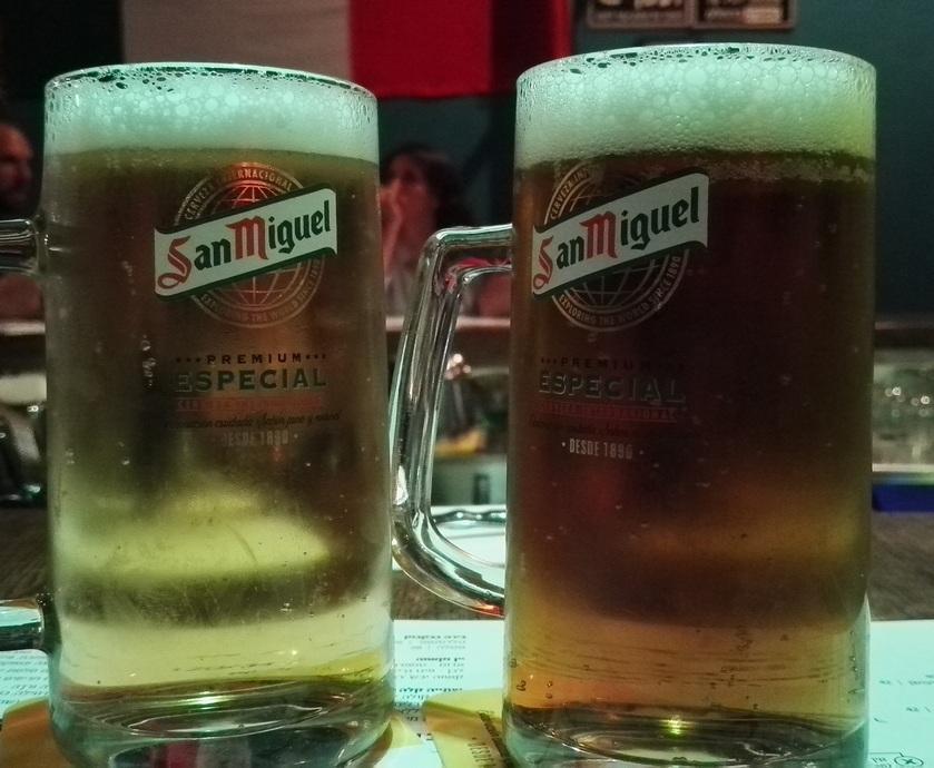 """""""פיית המזיגה מוטבעת בכוס ומשאירה אותה מצופה בשאריות בירה וקצף שמתחמצנות ועוברות לכוס הבאה..."""""""