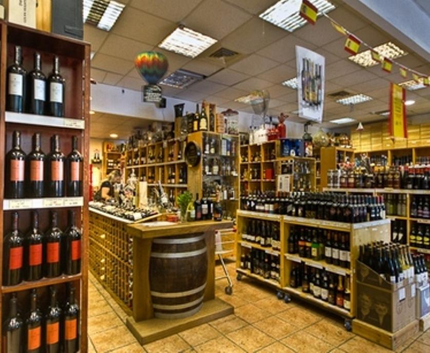 """המרתף של רוזנר - הפתעות שנאספו עם השנים, במיוחד בקטגוריית הוויסקי, הוודקה, הקוניאקים והיינות המיוחדים (צילום: יח""""צ)"""