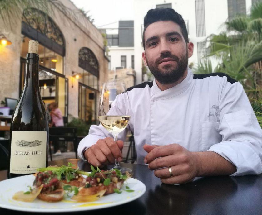 """עידן פרץ - השמנוניות המלטפת כל-כך של המנה עובדת מעולה עם החמאתיות והעץ של היין… (צילום: יח""""צ, אסנת גואטה)"""
