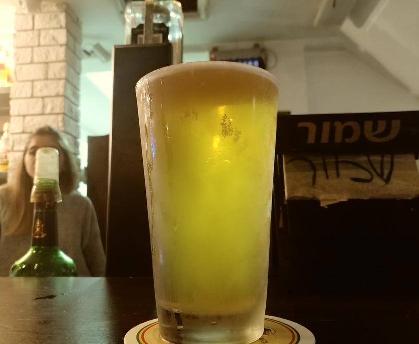 מקלארנ'ס הוא פאב שכונתי מגניב שעושה כבוד לבירה המהווה מקום מפגש תוסס ושמח לעשרות צעירים... (צילום: תומר כורם)