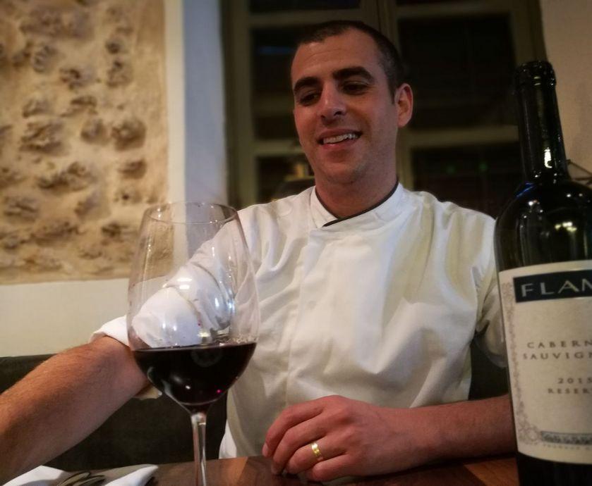 """אוראל קמחי - יין שיודע להסתיר מורכבות מאחורי כל לגימה, או כל מנה, בלי לעורר שום דרמה... (צילום: יח""""צ, אסנת גואטה)"""