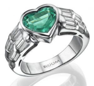 טבעת זהב עם אבן בצורת לב