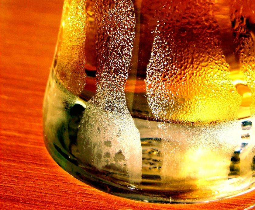 כוס בירה - רוחב - צילום פרי אימג