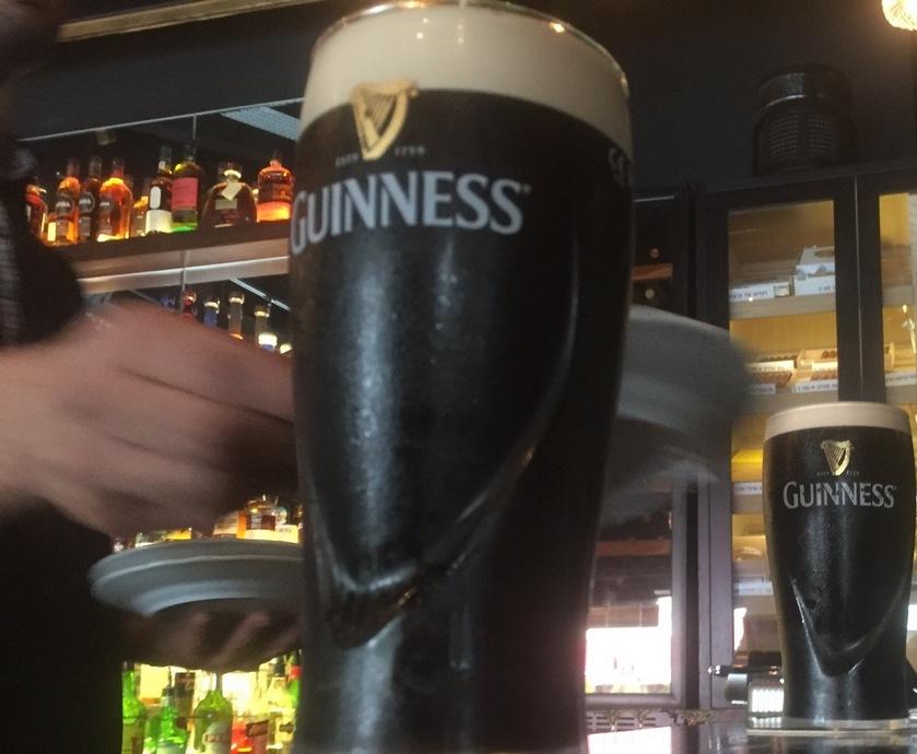 גינס היא אולי בירה של גברים קשוחים, אבל בנשמתה היא דוגמנית אירית שברירית. רוצה לומר: קל מאוד לדפוק אותה...