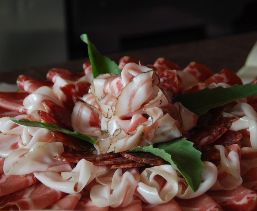 """'פרושוטו די פארמה' הוא אולי המוצר המזוהה ביותר עם המטבח האיטלקי, מלבד ספגטי ופיצה... (צילומים: יח""""צ, מיכל לויט)"""