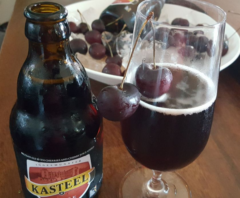 """קסטיל רוז' - הבירה הדובדבנית הזאת היא בכלל לא תמימה כמו שהיא נראית בשלוק הראשון... (צילומים: יח""""צ, ניר קיפניס)"""