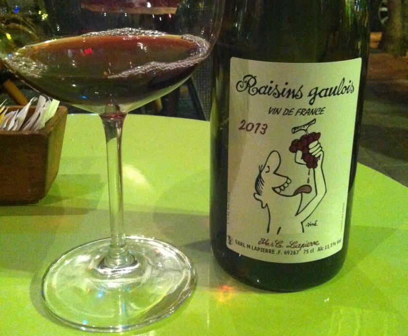יין צעיר, אבל לא מאד, המגלם את כל שמחת החיים של הבוז'ולה מבלי לוותר על הרצינות הקלאסית של בורגון... (צלם: חיליק גורפינקל)
