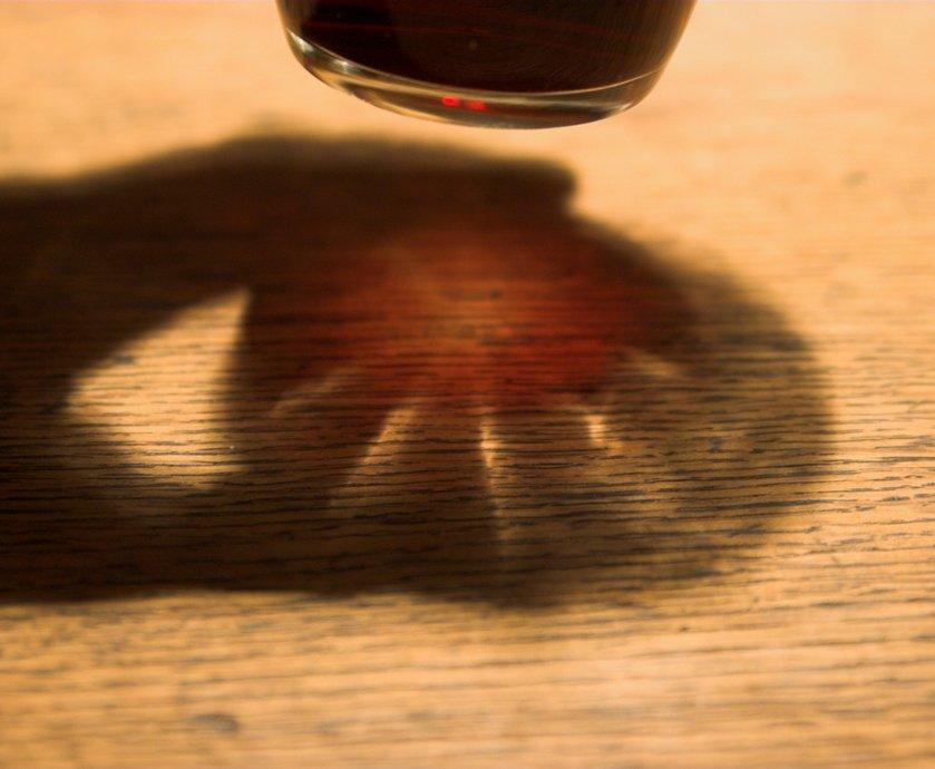 """יין פטישים על שום תחושת הלמות הפטישים בראש אחרי השתייה, או יין טירונות, על שום הבקבוקים שהבנות מורידות בטירונות בימי שישי בג'וליס... (צילומים: יח""""צ, freeimages.com)"""