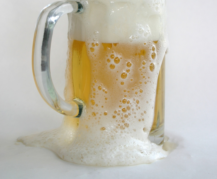 """התובע טען כי עקב מצג השווא של היצרן הוא חשב שהבירה היא בירת בוטיק... (צילומים: יח""""צ, freeimages.com)"""