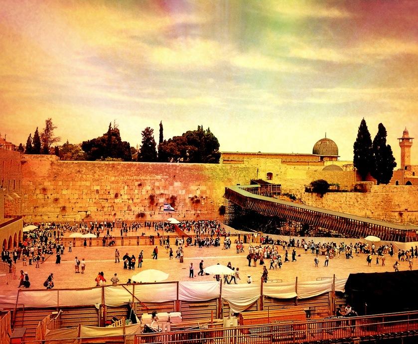 """גם מוסלמים נהגו להיכנס לעיר העתיקה כדי לקנות 'ספירט' לצורכי הבית... (צילומים: יח""""צ, freeimages.com)"""