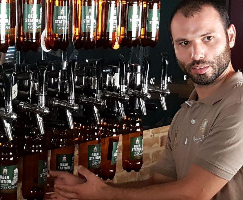 ביר סטיישן - עד כה זכה המקום באהדת הרוסים שאוהבים בירה וגם רגילים מהבית לצרוך אותה במכלים... (צלם: ניר קיפניס)