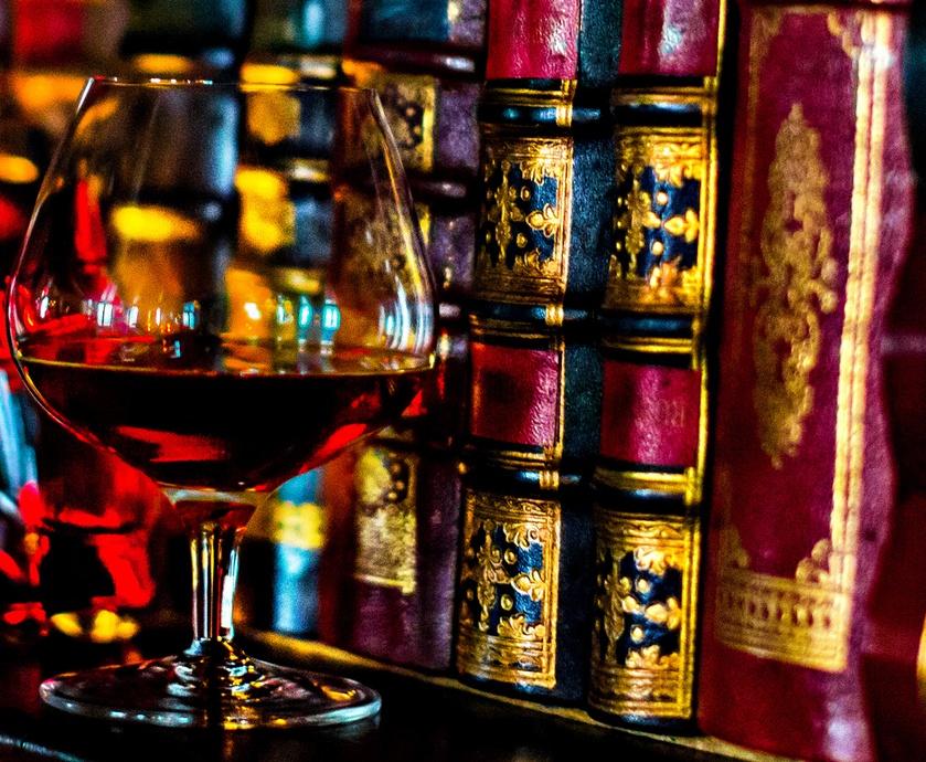 """הקוניאק הפך למשקה של גדולי הראפרים שהוסיפו אותו לסמלי הסטטוס שלהם, וכך יצרו באז בקרב הצעירים... (צילומים: יח""""צ)"""