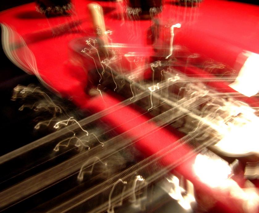 מוזיקת רוק ואלכוהול - מסתברשרוב להקות הרוק לוקחות את המותג שלהן די ברצינות... (צילום: Brad Harrison. freeimages.com)