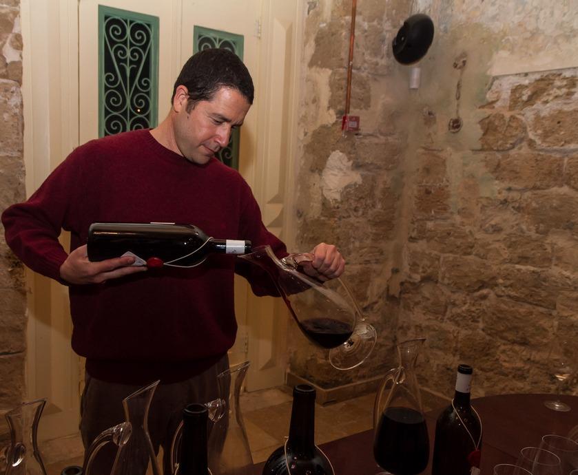 """ערן גולדווסר: """"ביין צריכה להיות נוכחת טביעת האצבע של האזור ממנו הוא מגיע, ושל הענבים מהם הוא מופק"""" (צילומים: יח""""צ)"""