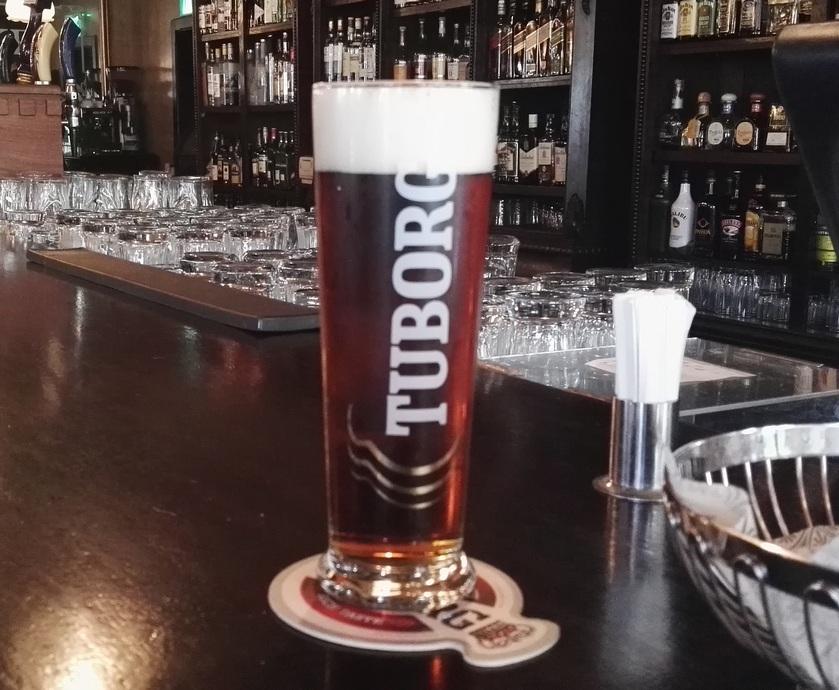 בדיוק ישנה הקפדה על מזיגה נכונה והמקום בהחלט עושה כבוד לבירה... (צילומים: גלית ג'ראפי-דבירי)