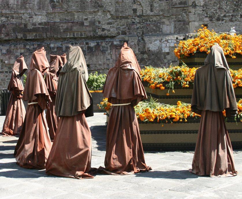 """אולי בכל זאת ניכנס למנזר. תראו איזה אלכוהול הם עושים אלה... (צילומים: יח""""צ, freeimages.com)"""