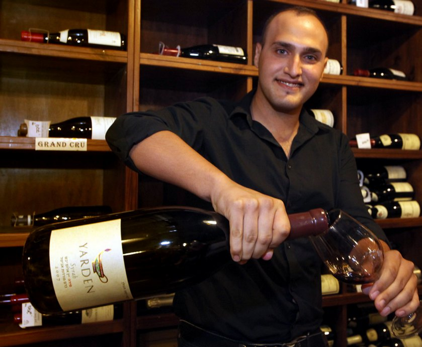 """דניאל רוגוב - """"מהפכות נפגשות"""" מפגיש יינות מרמת-הגולן לצד יינות מהעולם, זה לצד זה... (צילומים: יח""""צ, דיויד סילברמן)"""