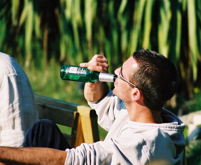 אפליקציות של שתיינים - ותודה לטכנולוגיה שהופכת את החיים של השתיינים להרבה יותר נוחים (צילום: dan miles.freeimages.com)