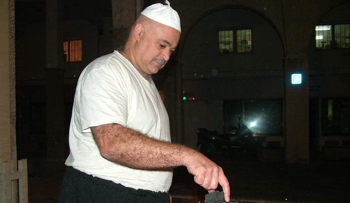 הסופר י. בוזנח חוגג פורים בגיל מאוחר יותר