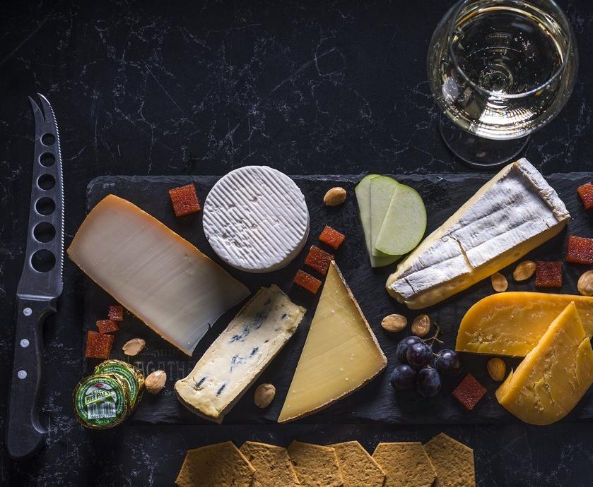 """בהתאמה של גבינות ליין ובירות יש כמה זיווגים מסורתיים, אבל גם כמה שלא… (צילום: יח""""צ, אנטולי מיכאלו)"""