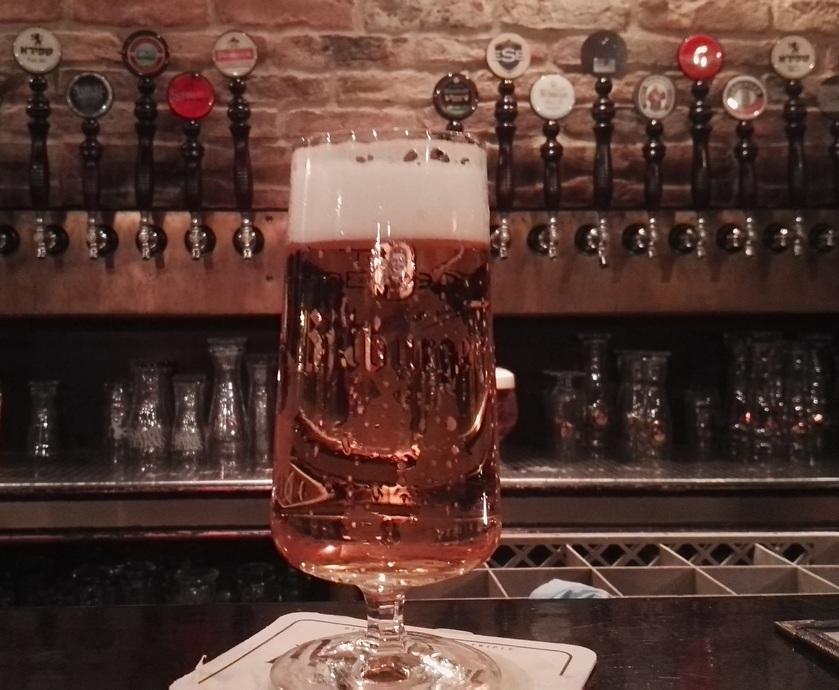 בפורטר אנד סאנס הדגש הוא לא רק על כמות הברזים, אלא באמת על מבחר שיכסה כמה שיותר סגנונות בירה... (צילומים: גדי דבירי)
