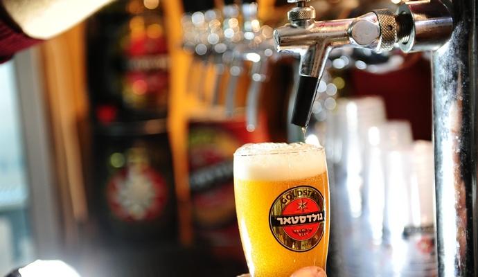 יאיר, תהיה גבר ותן לנו איזה בירה (צילום: וויקיפדיה)