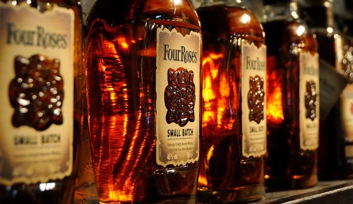 """משקאות מיושנים, כאלה שגורמים לתחושת חום נעימה בגוף (צילומים: יח""""צ, זמן אמיתי)"""